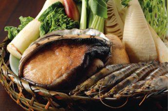 生け賓の鮑や、新鮮な春の食材たち。
