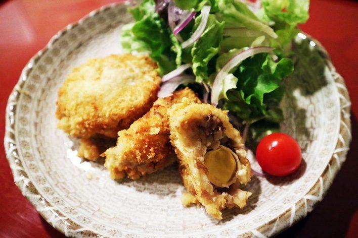 牛すじコロッケ 彩り野菜