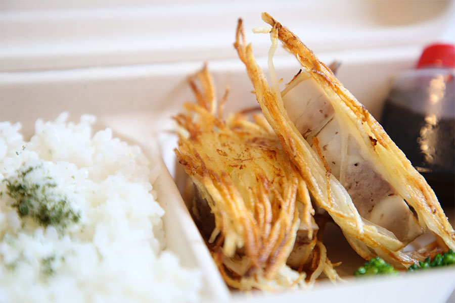 カリカリポテトをまとった若鶏のソテー弁当